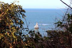 Além das ondas (Maiza Barros) Tags: sea summer brazil praia azul brasil canon de à barco férias ceará verão velas fevereiro t3i redonda icapuí