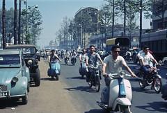 Saigon 1968 - Đường Trần Hưng Đạo. Góc THĐ-Nguyễn Thái Học là trường Tiểu học Nguyễn Thái Học. (manhhai) Tags: 1969 1968 saigon brianwickham