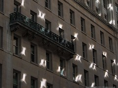 Reflejos (Ivan Mauricio Agudelo Velasquez) Tags: balcon ventanas fachada reflejo luz edificio light reflection balcony facade windows building