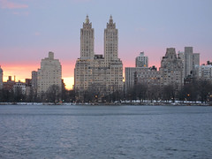 Dusk in Central Park (Hip_Hip_Jorge) Tags: new york nyc newyorkcity winter sunset architecture dusk centralpark manhattan reservoir jacquelinekennedyonassisreservoir