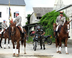 bootsservice 12 2755 R (bootsservice) Tags: horses horse army cheval spurs uniform boots military traditions gloves cavalier uniforms rider officer cavalry militaire bottes carrousel riders arme chevaux uniforme officers cavaliers saumur anjou cavalerie uniformes gants officier riding boots eperons