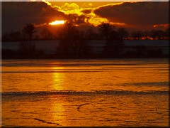 Feliz Quarta Sunset (Ostseetroll) Tags: winter light sunset lake ice see licht sonnenuntergang olympus eis e620