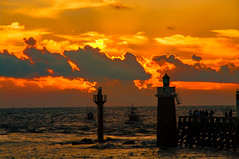 sunset in capbreton (pierre et aline Favraud) Tags: sunset coucherdesoleil ocean sea lighthouse phare bateau boat