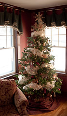 Christmas tree decorated with red, gold & natural (beige) colored ornaments (kizilod2) Tags: christmas red holiday gold beige natural tan khaki christmastree garland driedflowers driedhydrangea