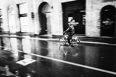 Milano 2013 (Luca_Rosacuta) Tags: street bw italy milan contrast high milano highcontrast grainy iv ricoh moriyama grd ricohgrdiv