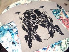 Gatos & Calaveras (Taller Serigáfico Zombi Loco) Tags: lines del ink cat de skull guitar guitarra loco gatos leon draw dibujo paola aire tinta zombi diente calavera lineas barrera serigrafia polera arteria estampado