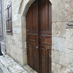 "Door in old town Tarsus <a style=""margin-left:10px; font-size:0.8em;"" href=""http://www.flickr.com/photos/59134591@N00/8416775986/"" target=""_blank"">@flickr</a>"