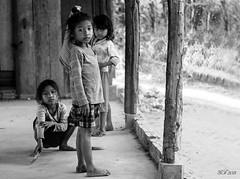 Siem Reap (Sr. Fernandez) Tags: portrait blackandwhite bw blancoynegro kids canon children eos asia cambodia sad retrato poor angkorwat nios dirty bn triste 5d pobre siemreap mkii pobreza camboya sucio 5dmarkii