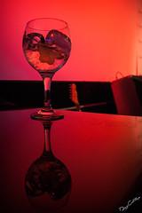 Gin (Diego Castillejo) Tags: reflection glass canon eos reflejo copa 2012 castillejo 400d kasti88 gintonicginebratnicacctelcocktailpubfiestanochenightlightmusicpartycarpe diemcuencaverticalcolorrojodiego