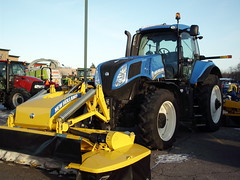 Megacutter 512 On The Front Of A New Holland T8.275 Tractor. (dccradio) Tags: wisconsin mall farming equipment machinery ag agriculture wi agricultural farmequipment farmshow marshfield farmmachinery centralwisconsin shoppesatwoodridge marshfieldmall wisconsinfarming machineryshow agshowagricultureshow