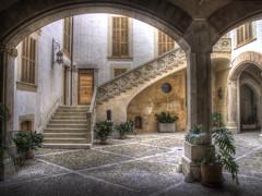 Courtyard (Luc V. de Zeeuw) Tags: courtyard palmademallorca balearicislands spain