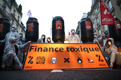 Attac finance toxique 21 (Attac France) Tags: france toxic action trading bonus finance trader attac banques spéculation