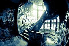 GARE A LA DESCENTE... (nARCOTO) Tags: camp graff sanatorium graffitis internement 1cour