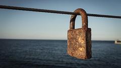 Oxidado por el mar (Quique CV) Tags: sea valencia mar mediterranean lock rusty sal mediterrneo oxidado oxid candado xido portofvalencia ilce5100