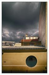 Sous le grand ciel (afantelin) Tags: paris14 iledefrance toits ville town roof cielsombre jaune yellow