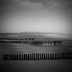 Darkness (Geoffroy Hauwen) Tags: canon 28mm obscurit darkness wissant escalles nb photos photography plage paysages mer minimal maritime