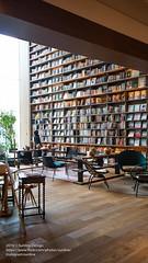2016 JAPAN 0627EOSM3-43 (sun_line) Tags:   japan   bookstore books