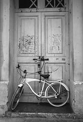 Bike (Magdalena Szata) Tags: analog bw cartagena colombia ilfordid11 kwiecie minoltaxd7 rolleiretro80s