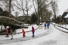 Dorpentocht Giethoorn 2013 (NLHank) Tags: winter holland netherlands canon eos sneeuw nederland natuur 7d wanneperveen giethoorn ijs schaatsen wieden toertocht 2013 natuurijs wiede molengat eos7d dorpentocht bovenwiede dorpsgracht zuideindiger