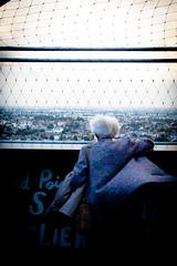 Le Nid à Nantes donne des ailes (valentin boissonnot) Tags: france colour lady canon french eos tour bretagne dame blanc couleur nantes manteau 500d canoneos500d