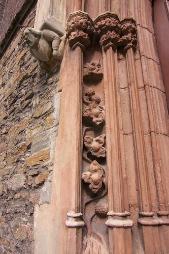 Fragment dekoracji portalu kościoła św. Jana Ewangelisty w Paczkowie