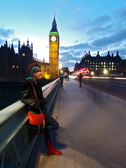 Long Exposure on Westminster Bridge (Anatoleya) Tags: bridge london girl westminster evening long exposure traffic samsung parliament bigben clocktower le anatoleya samsunggalaxycamera ekgc100