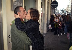 (Costas Lycavittos) Tags: kiss sb600 athens жена ermou lycavittos мъж λυκαβηττόσ costaslycavittos flashonface nikkor20mmaismanual представисичесижена nikond5100