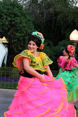 Soundsational-Flower dancer (thelesliebelle) Tags: disneyland parades disney entertainment soundsational mickeyssoundsationalparade donaldsfiestafantastico flowerdancers