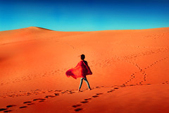 Hambra (Ricu) Tags: sky desert africa arab dubai red blue landscape girl woman summer sommer verano desierto color colors colour colours colorful colorido sahara huellas hair buddha mujer nia pelo nature orange dune dunes dunas hot weather sol sun sunset