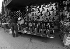 vendedor de zapatos (guilletho) Tags: mexico mercado market streetphoto street people gente streetmarket seller shoes tianguis