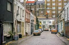 Mews (?) in London in 1977 or 1978 (Gsta Knochenhauer) Tags: 1977 1978 pentax england mews london pappas16004 volvo p1800 es p1800es pappa pappas19004nik nik