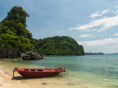 Beach, Ha Long Bay (Maren 86) Tags: vietnam asia travel beach ocean sea water boat green lush nature landscape beautiful lumixg7 microfourthirds