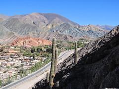 """Purmamarca: el Cerro de los Siete Colores (la Montagne aux Sept Couleurs) <a style=""""margin-left:10px; font-size:0.8em;"""" href=""""http://www.flickr.com/photos/127723101@N04/29042774662/"""" target=""""_blank"""">@flickr</a>"""