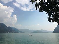 (Paolo Cozzarizza) Tags: italia lombardia bergamo rivadisolto acqua lago lungolago panorama cielo riflesso imbarcazione alberi