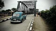 Iron Bridge - Chiang Mai (christophe plc) Tags: car bridge fuji xt1 chiangmai xf1855mmf284 r lm ois volkswagen coccinelle beetle pont river road