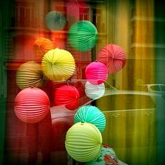 rue paul doumer (Roberto Urios) Tags: paris parigi vetrina vitrine