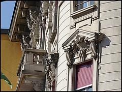 Bellinzona - Dettagli di una casa sul Viale della Stazione (ninin 50) Tags: bellinzona casa dettagli vialestazione ninin