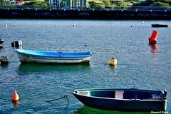 Calma total. (Howard P. Kepa) Tags: paisvasco euskadi bizkaia plentzia riadeplentzia barcas boyas