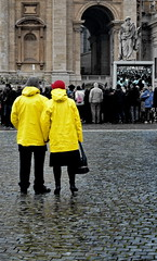 [ Bring me to church - Bring me to church ] DSC_0846.4.jinkoll (jinkoll) Tags: couple coat raincoat yellow people street rome roma sanpietro sanpietrini stones vatican city cittdelvaticano basilica rain raining angelus pope francis newyearseve capodanno 2016 mass