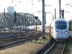 DB 411 130 @ Köln HBF (Sim0nTrains Photos) Tags: dbagclass411 class411 icet pendolino emu electricmultipleunit dbclass411 deutschebahn db siemens 411130 411130jena kölnhbf hauptbahnhof kölnhauptbahnhofstation kölnhauptbahnhof hohenzollernbridge