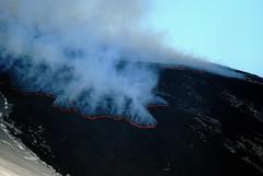 Allarme rosso! - Etna, la lava invade la Valle del Bove. (Vulcanian) Tags: volcano lava crater ash sicily etna slope eruption catania sicilia magma vulcano cratere cenere colata eruzione valledelbove