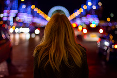 Walking with cars (Fabio Sabatini) Tags: paris france canon 50mm bokeh f14 concorde shoulders alessandra placedelaconcorde champslyses   boulevad