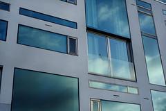 I fnstret ser man himlen (mmartinsson) Tags: sky reflection window architecture malm f35 vstrahamnen wingrdhs xpro1