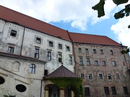 Skrzydła zamku w Otmuchowie od strony dziedzińca