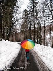 (SANTI BAÑON) Tags: carretera nieve paraguas multicolor urkiaga