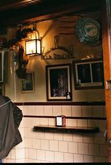 Vino de naranja. (Alejandro Melero Carrillo) Tags: christmas film sevilla andalucía spain holidays navidades pentaxk1000 analogue fujifilmsuperia