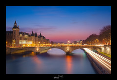 conciergerie de paris ('^_^ Damail Nobre ^_^') Tags: voyage city flowers blue light favorite paris france color art love monument seine architecture night canon reflections pose de french geotagged photography photo europe long flickr gallery niceshot photographie photos mark picture award best fave bleu most amour lumiere views romantic 5d capitale notre dame monde iledefrance blanc reflets franais couleur clounds notredamedeparis clound francais flore artiste photographe 1635 longue 1635mm favoris fleure poselongue poseb dfn damail borderfx 5dmarkii wwwdamailfr