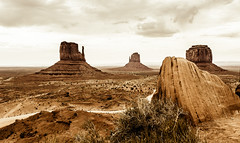 Monument Valley (nclcocco) Tags: arizona usa clouds monumentvalley graysky hdr 2012