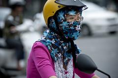 V077 Masked woman rider - Saigon (VesperTokyo) Tags: asia veil mask helmet scooter vietnam motorcycle saigon hochiminh ヘルメット オートバイ バイク スクーター マスク 日よけ 花柄 nikond3 大気汚染 フェイスカバー