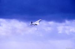"Concorde ""Knigin der Lfte""in the sky.. (irisisopen f/8 >3Mio) Tags: england london film analog start reisen nikon europa kodak britain heathrow great concorde motive farbe f501 diafilm"